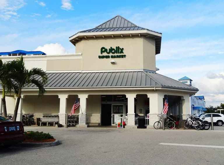 A Publix application online can open doors for you to a world of benefits and good working conditions.