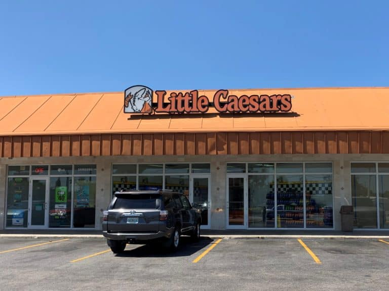 How much does Little Caesars pay to start and on average, for more experienced workers?