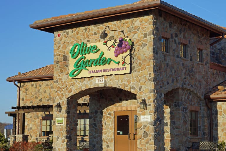 How much does Olive Garden pay its employees?